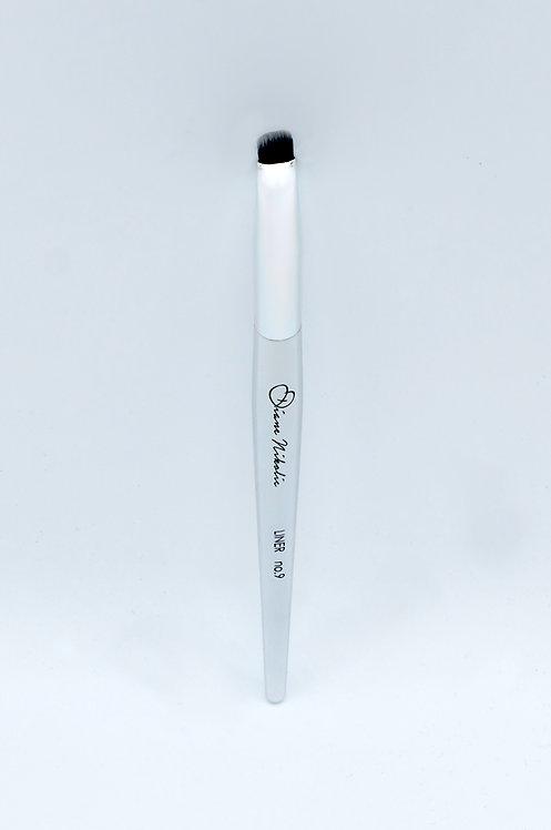 09. Liner Brush