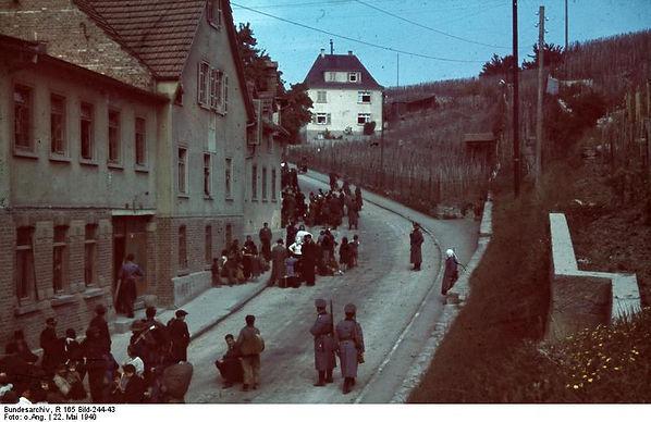 Bundesarchiv_R_165_Bild-244-43,_Asperg,_