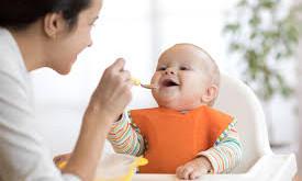 ¿Tu bebé está por iniciar la alimentación complementaria?