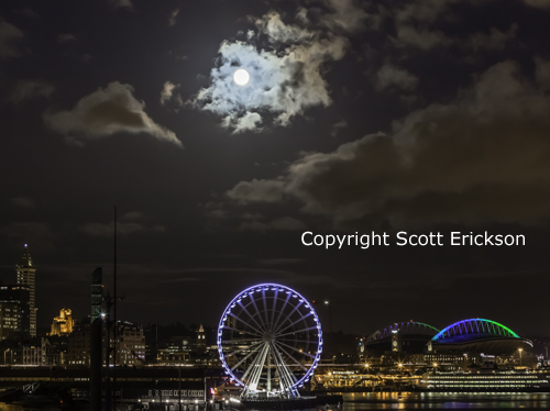 Seattle_Wheel_and_Moon