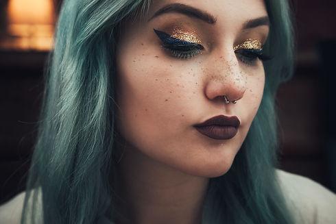 portrait-portrait-green-gold-hair-face-f