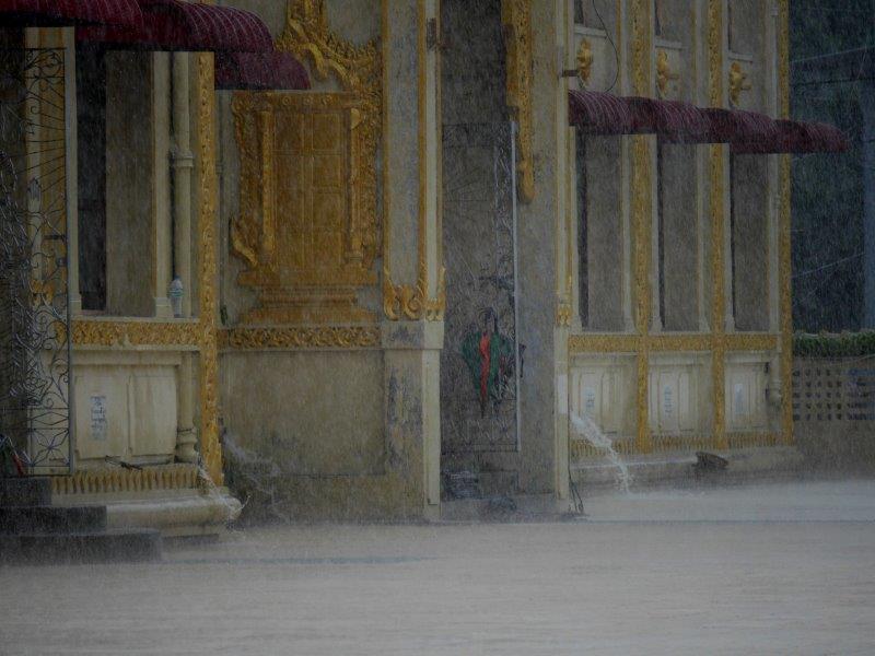61. Mönch im Regen #5 (Myanmar)