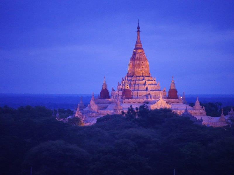 40. Tempel bei Sonnenaufgang (MMR)