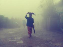 35. Frau mit Blumen 2 (Myanmar)