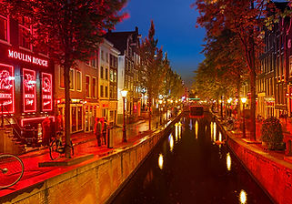 73871_fullimage_red-light district in am