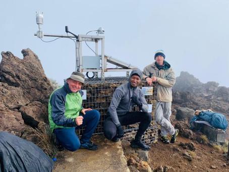 Les stations solaires et météo du Piton des Neiges