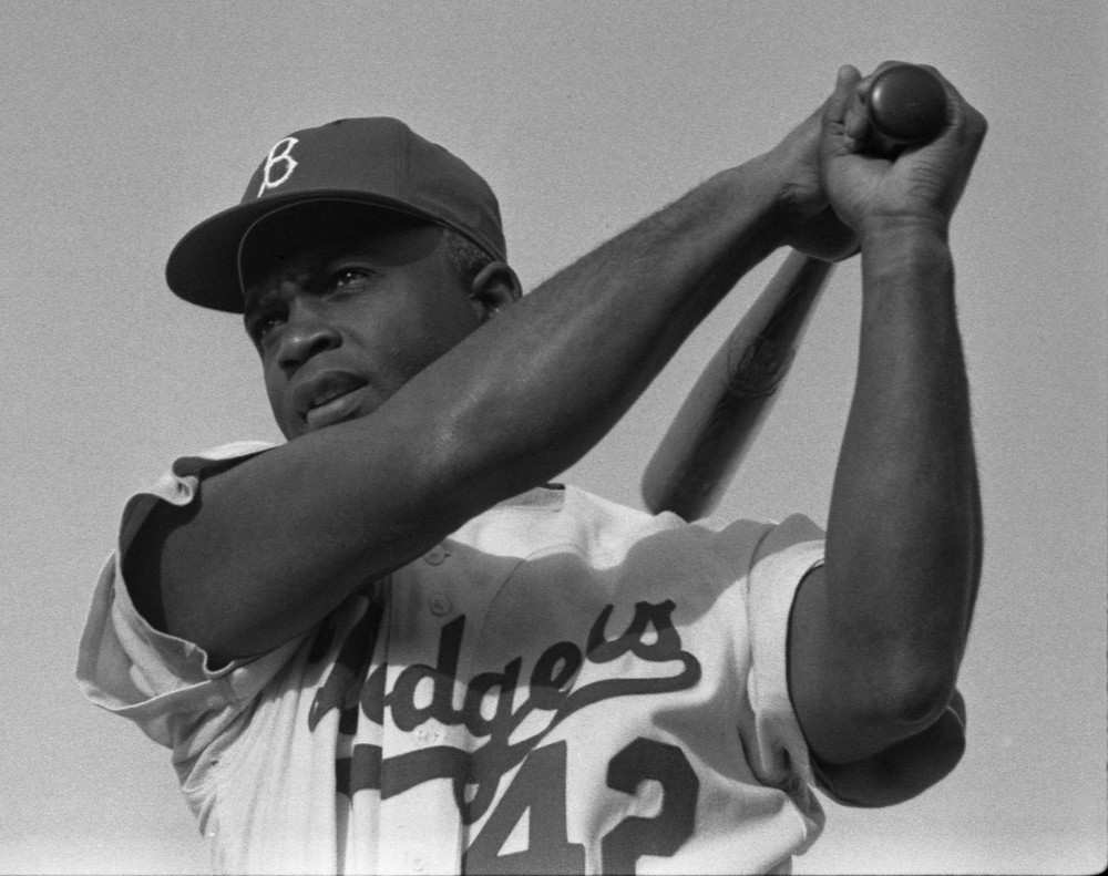 Jackie Robinson: Image by Welcome to all and thank you for your visit ! ツ from Pixabay