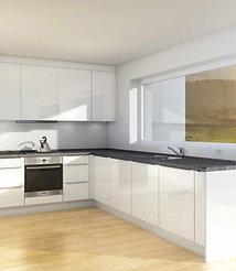 S4 | Hvite, høyglans MDF-fronter - kjøkken med hyller