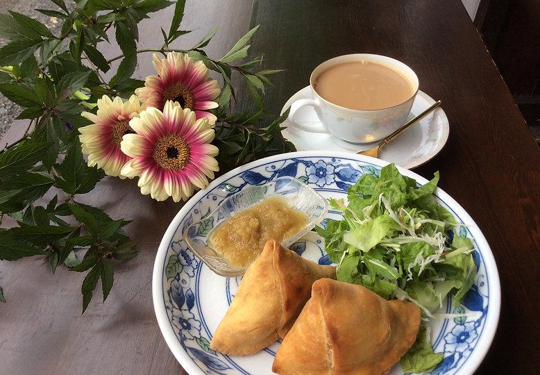 Samosa and chai.JPG