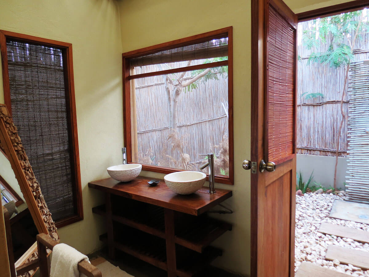 Naara-Eco-Lodge-Bathroom-1