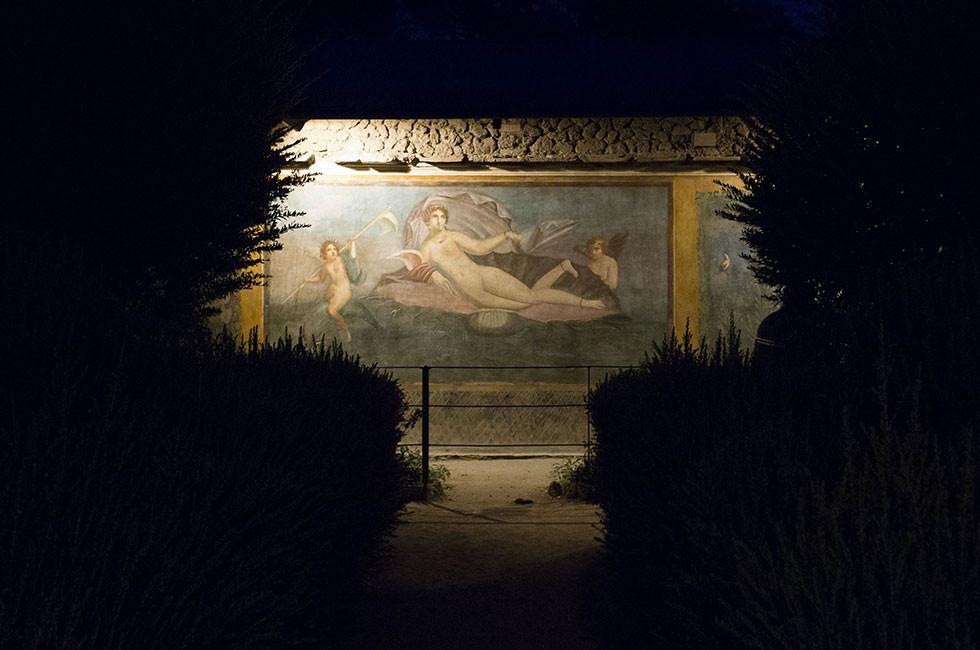 Erleuchtete Ausgrabungsstätte in Pompei