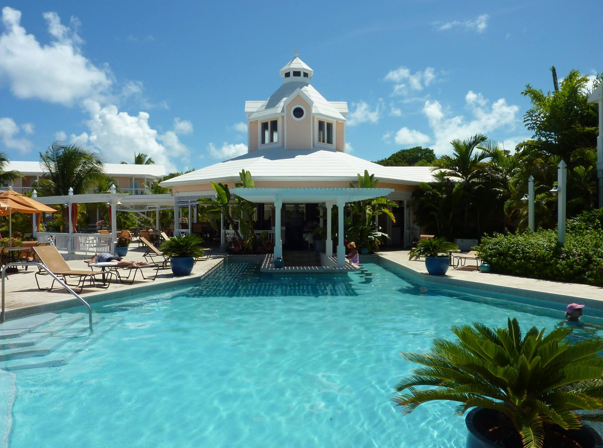 Swim Up Pool Bar - Hope Town Marina