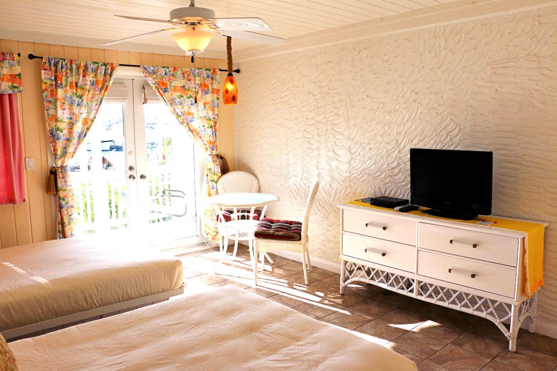 Hope Town Inn - Double Queen Room