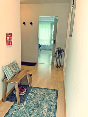 entrance & wardrobe: shiatsu-lounge - shiatsu therapy zurich