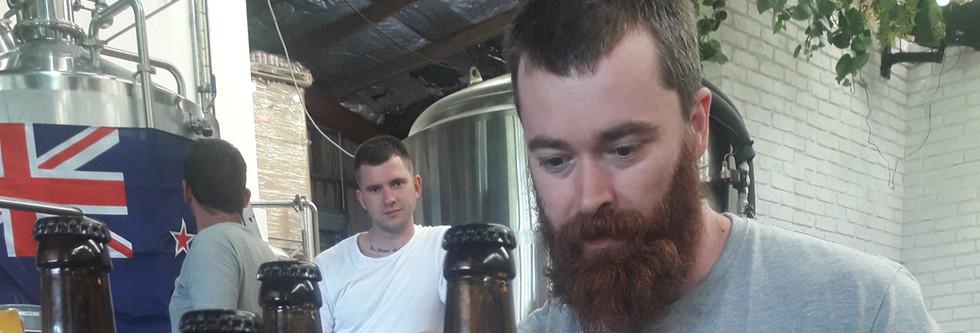 prezentacja piwa i promocyjne szklo.jpg