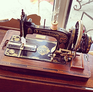 Hand operated 1920's Fister & Rossman portable sewing machine