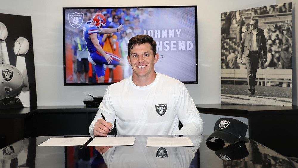Johnny Townsend signs to become an Oakland Raider