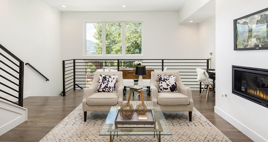 616 19th Street-large-008-4-Living Room-