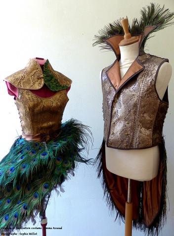 cuir et plumes de paon