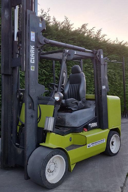 Clarck Diesel 7  ton met vorkpositioner