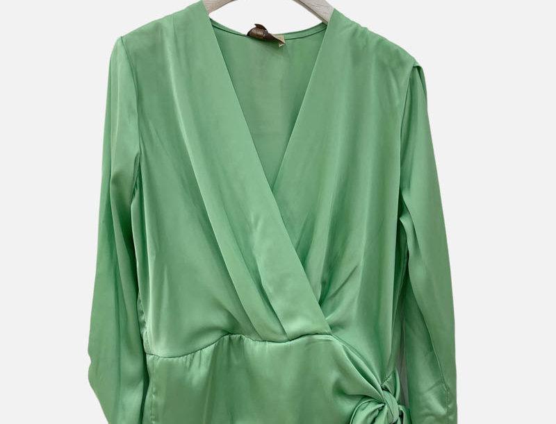 Bluse in Wickeloptik grün