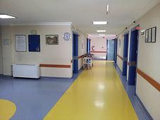 Hastanelerde kullanılabilen antibakteriyel, çizilmez ve kaymaz zemin uygulaması