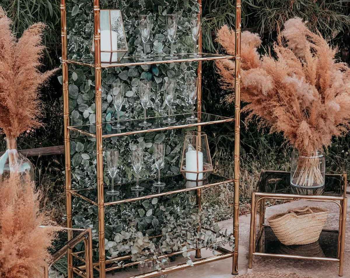 Estanteria dorada boda jardin vertical c