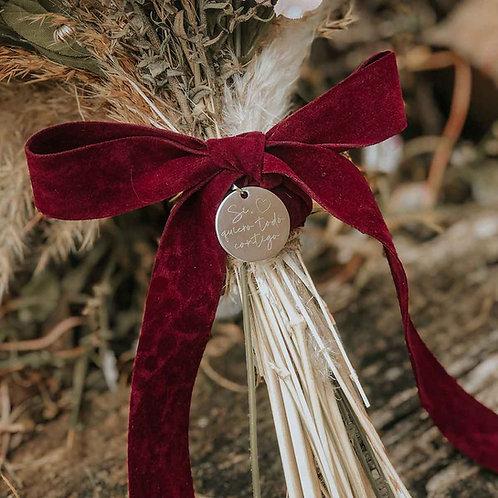 Medalla plateada grabada ramo de novia