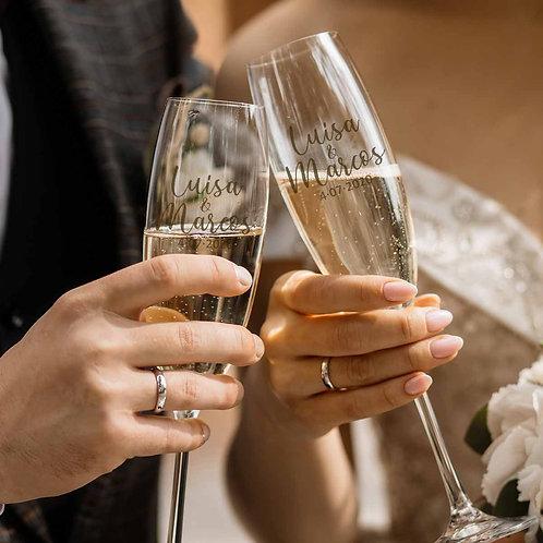 Copas de boda con nombres y fecha grabadas para brindis