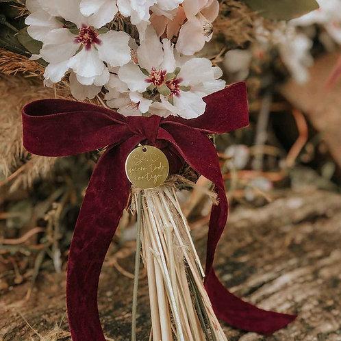 Medalla dorada grabada ramo de novia