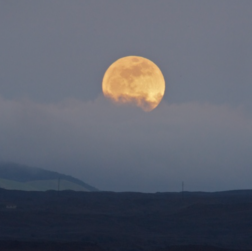 Full Moon rise over The Big Island