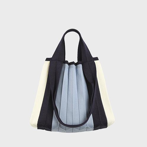 Plissierte Shopper-Tasche aus recyceltem Meeresplastik blau