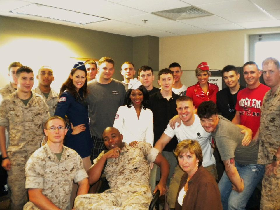 Injury+Wing+of+Hospital,+Visiting+and+Singing+for+the+Troops