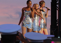 Katy+Perry+Opening+Act+USO+Fleet+Week+2012