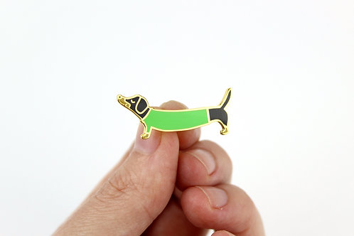 DACHSHUND IN A GREEN SWEATER | LAPEL PIN | WHOLESALE