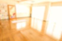 横浜教室ー見晴らしのよい開放的な教室です。毎週開催される勉強会もこちらでおこなわれています。-ヨーガスクール・カイラスー