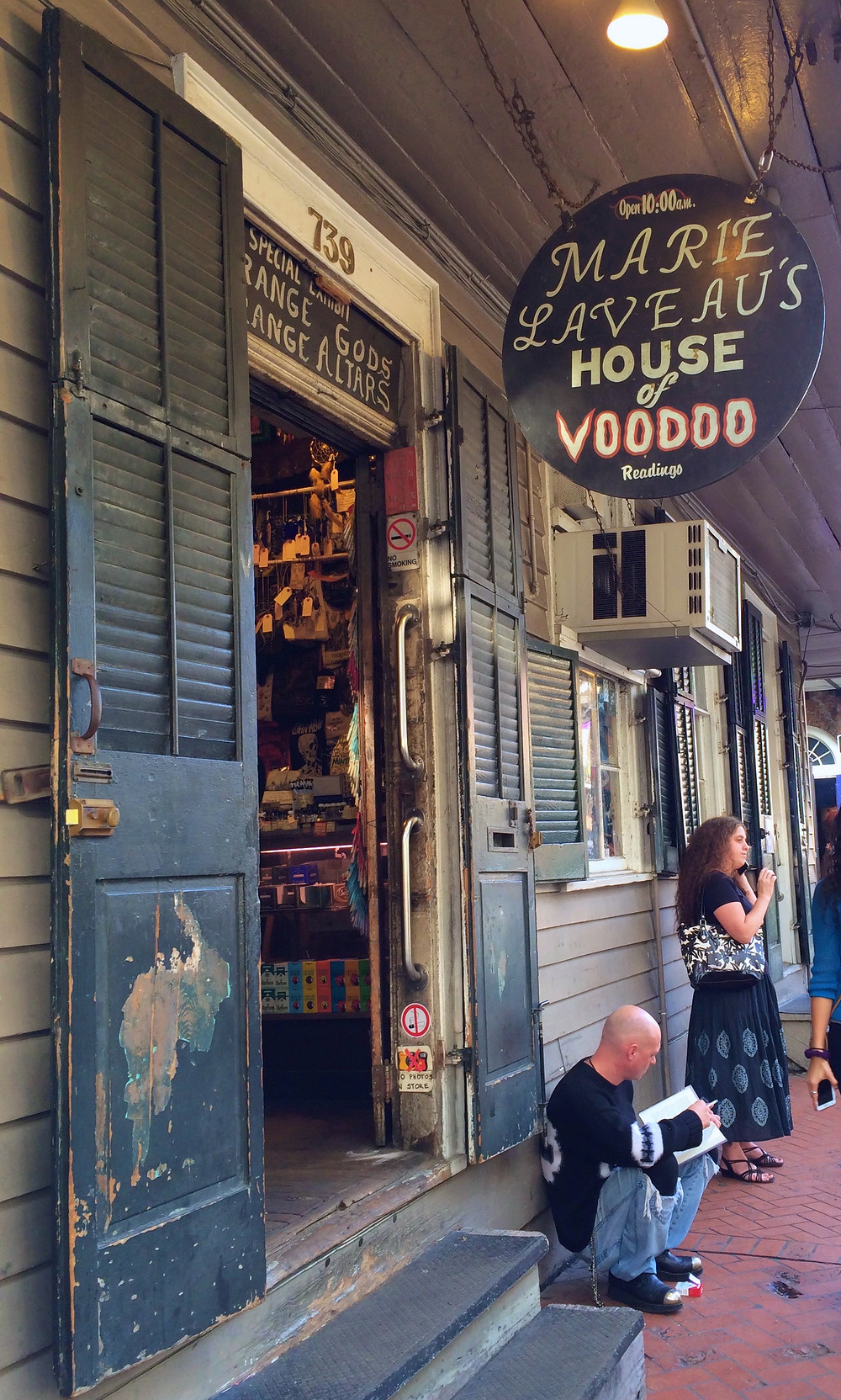 Marie Laveau's House of Voodoo I Voodoo Shop I New Orleans Travel Guide I Nicole Riccardo