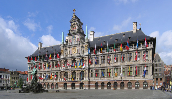 Antwerpen_Stadhuis_crop1_2006-05-28.jpg