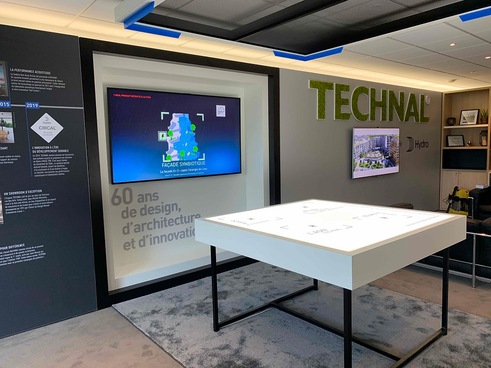 Livraison d'un showroom digital et interactif. On peut y retrouver une table RFID interactive.