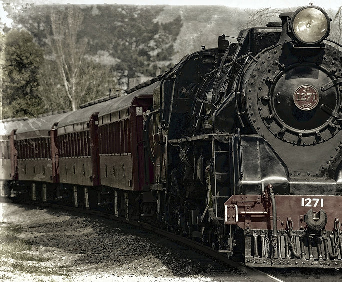 locomotive-222174_1920.jpg