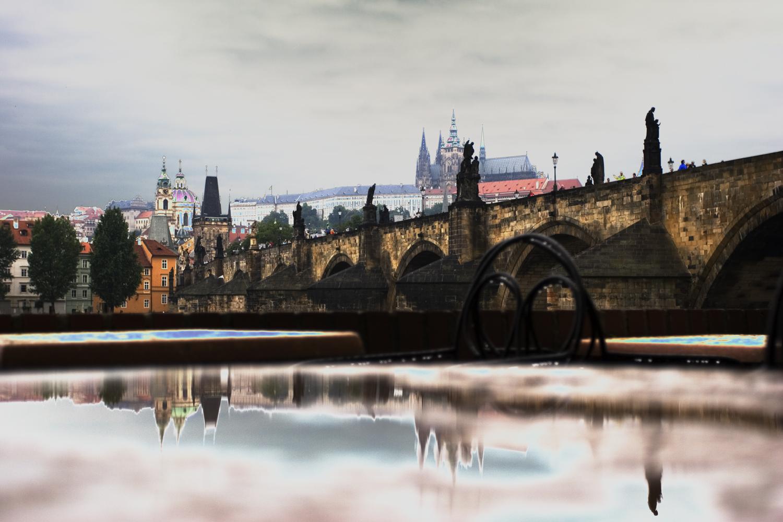 Карлов мост с отражением