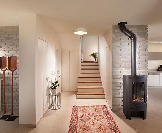 מבואת כניסה וחדר המדרגות