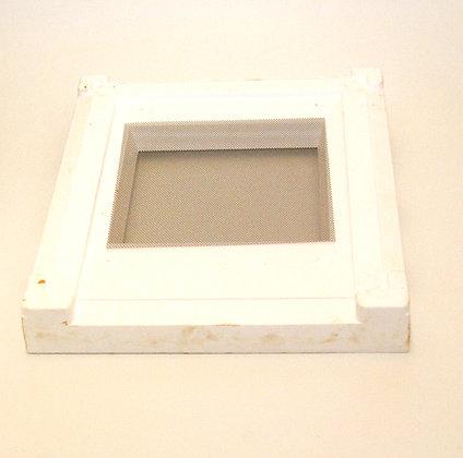 Langstroth screened bottom board