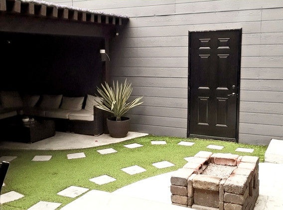 Courtyard+Entrance to Wood Room