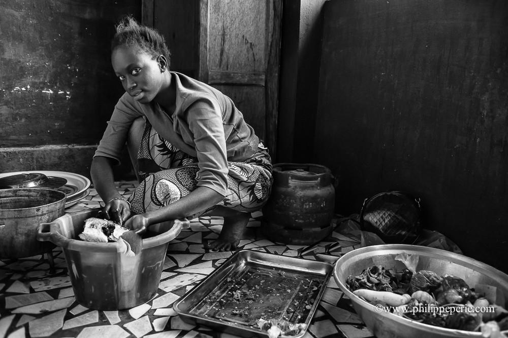 Philippe Périé, la préparation des repas, M'Bour, Sénégal.