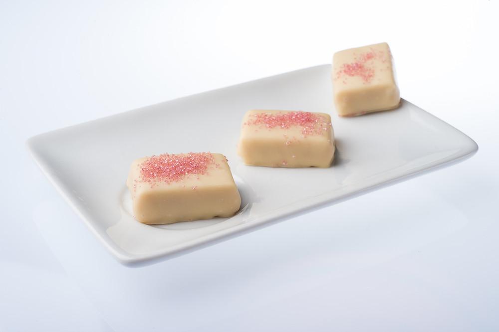 Assortiment de Chocolats blancs à la fraise - Chocolaterie Llanas à Tournon Sur Rhône