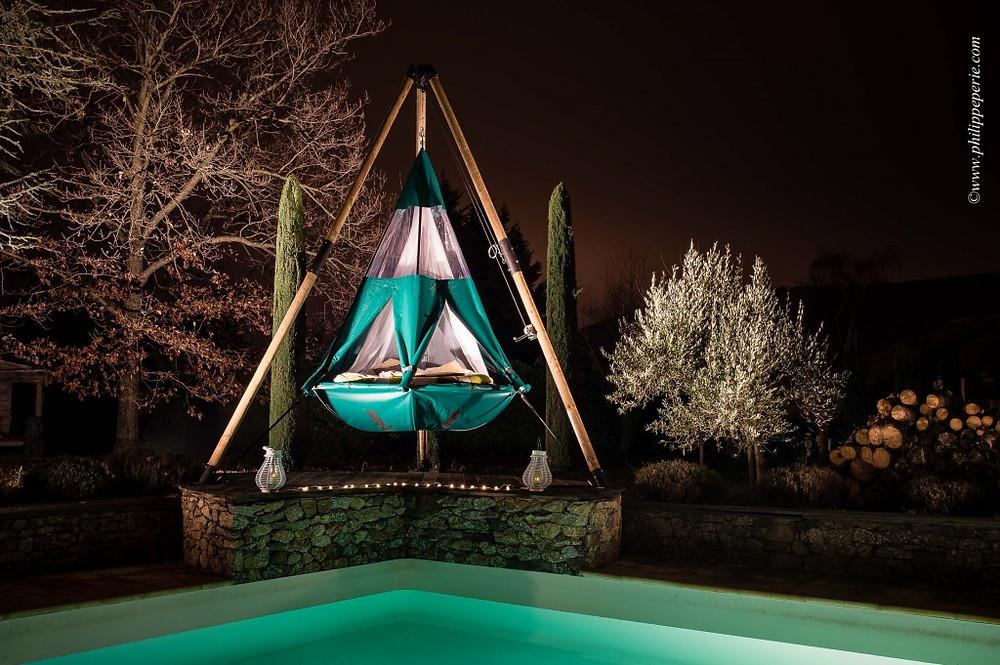 Philippe Périé pour SelvaO.com, la Pendola sur pilotis au bord d'une piscine.