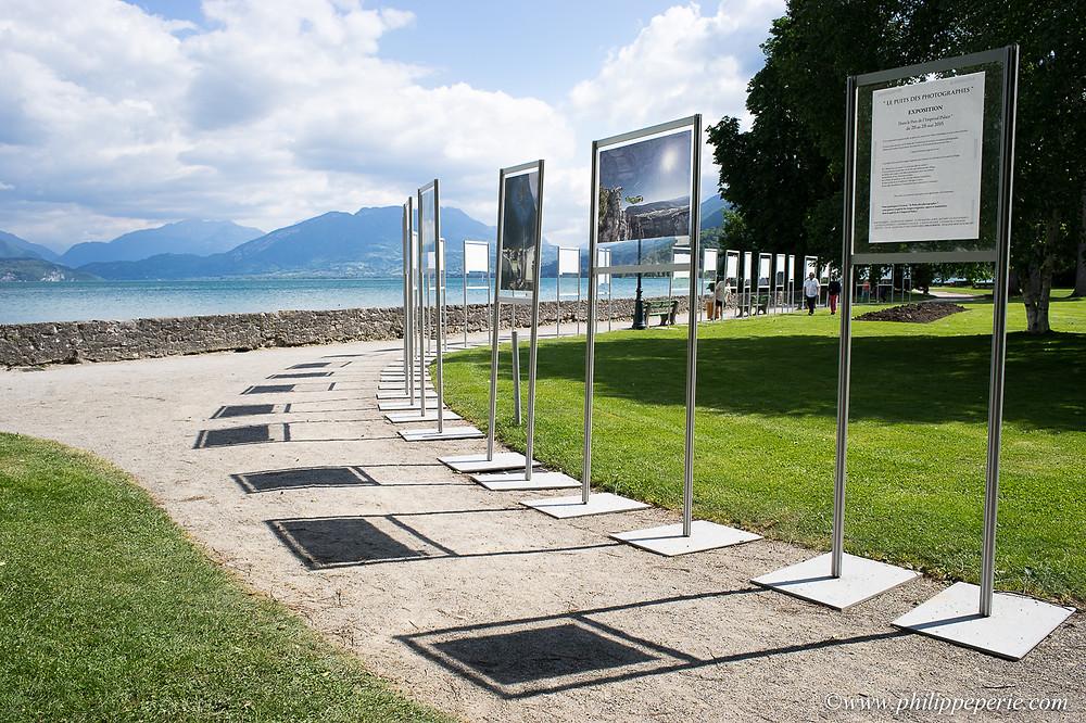 Les images exposées dans le parc de l'Impérial Palace au bord du Lac d'Annecy