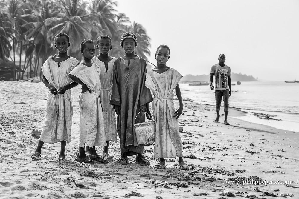 Philippe Périé, jeunes Talibés sur les plages de M'Bour, Sénégal