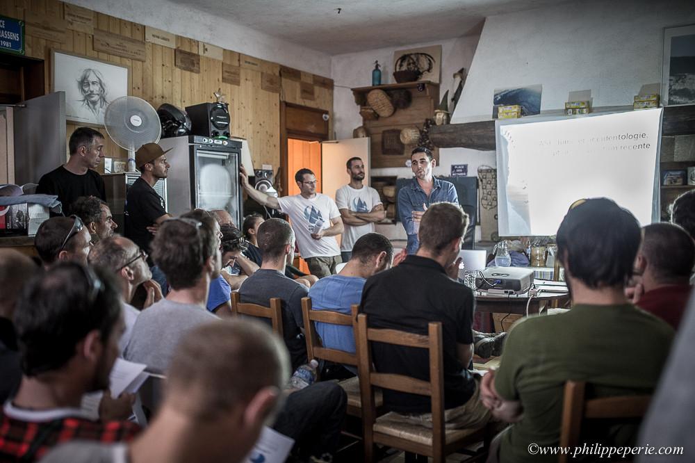 Durant l'AG de l'Association Française de Paralpinisme au Jorjane à Choranche